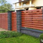 Преимущества заборов из деревянного штакетника